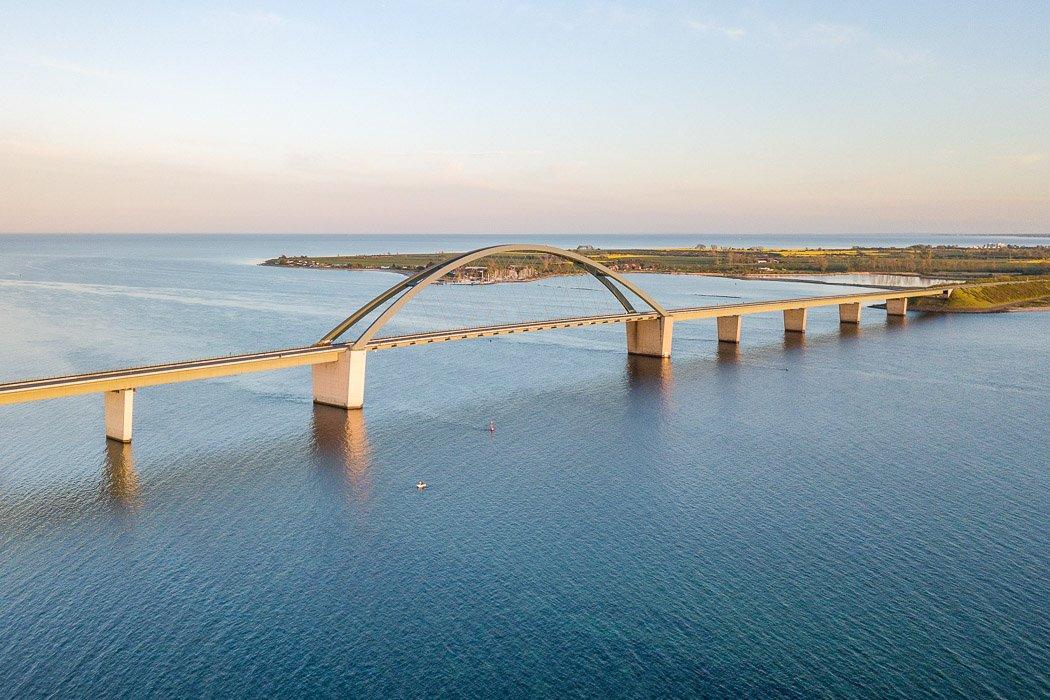 Fehmarnsundbrücke an der Ostsee
