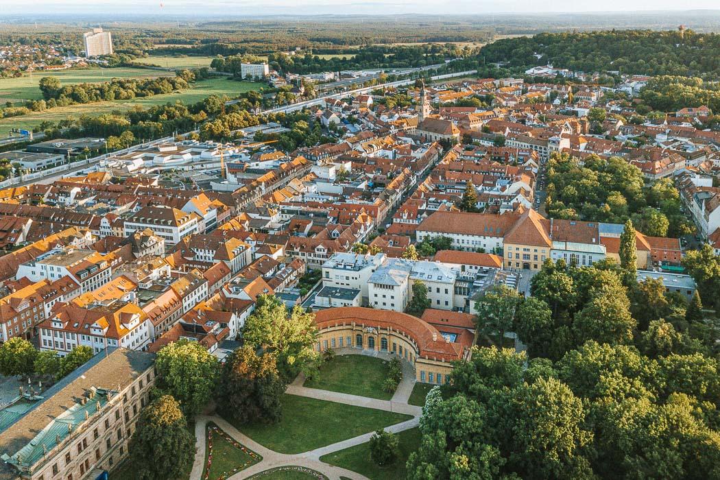 Blick auf die Orangerie und die Innenstadt von Erlangen