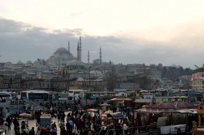 Tarihi Eminoenue Balik Ekmek Istanbul