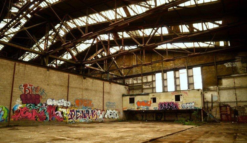 Verlassene Lagerhalle auf der NDSM-Werft
