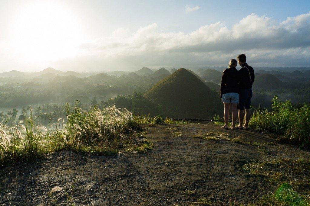 Chocolate Hills zum Sonnenaufgang