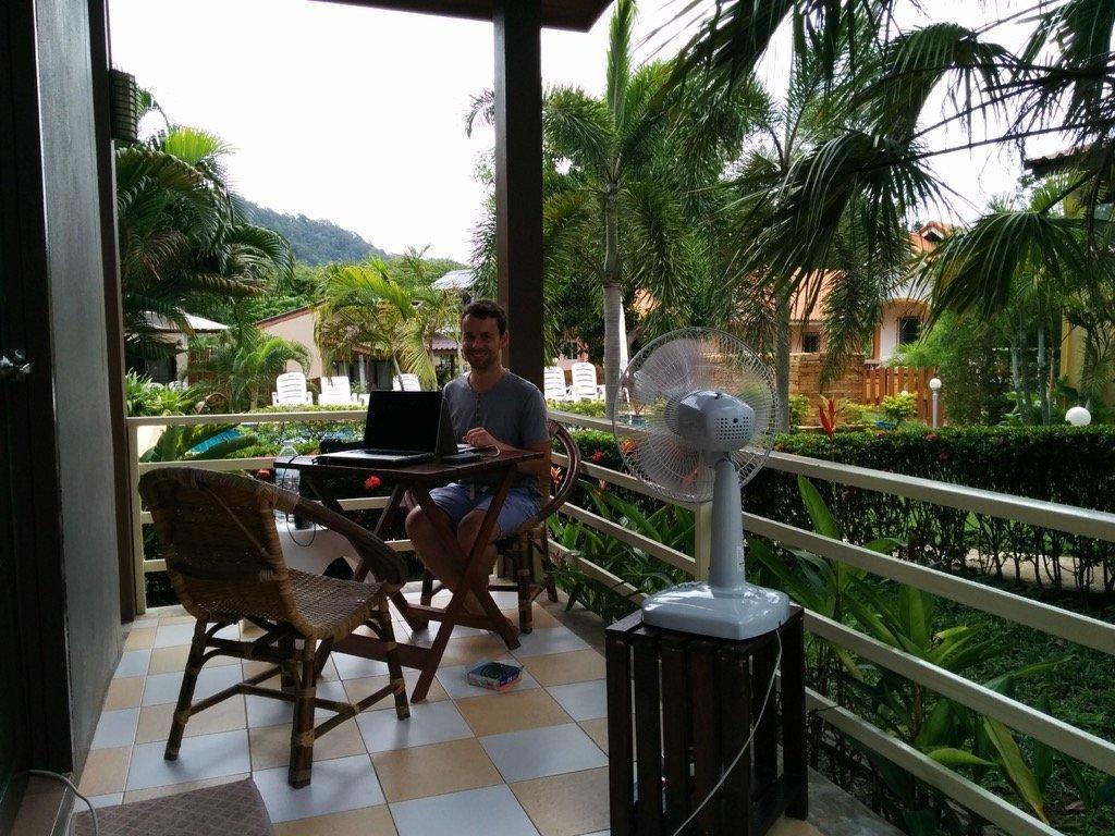 Terrasse unseres Bungalows im Escape Cabins Koh Lanta