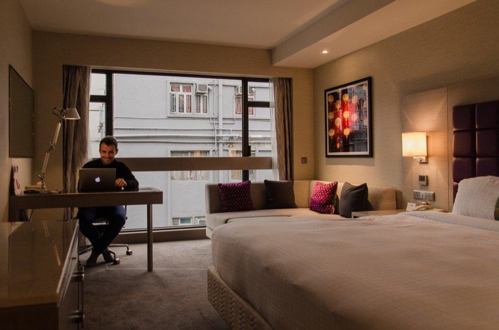 Holiday Inn Golden Mile hotel room