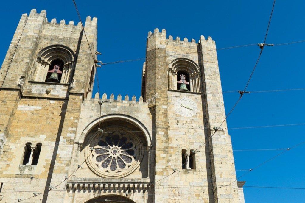 Die Kathedrale von Lissabon von Außen.