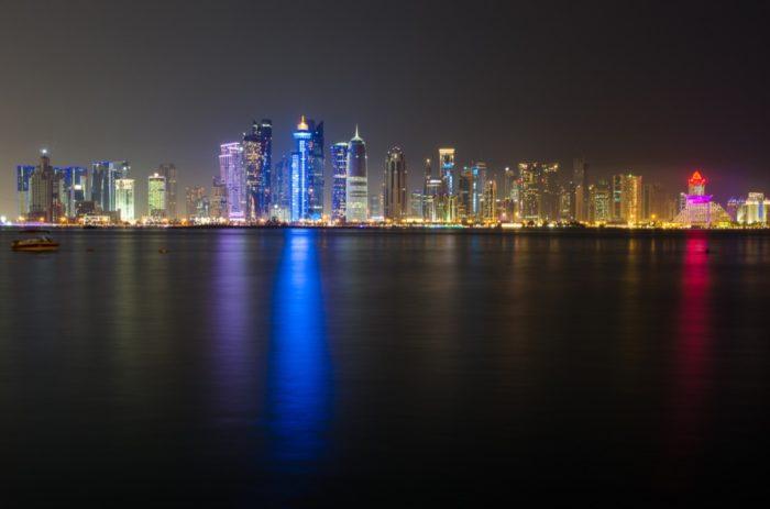 Skyline bei Nacht in Doha
