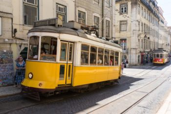 Die Straßenbahn 28E: Eine Fahrt mit Lissabons Wahrzeichen