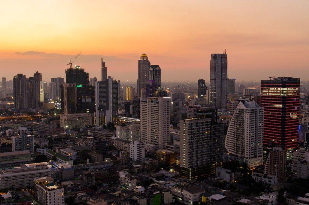 Test bei Sonnenuntergang - Skyline von Bangkok