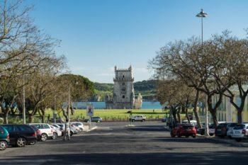 Vom Torre de Belém kannst du dann über eine Überführung wieder die Hauptstraße überqueren . Denn an der